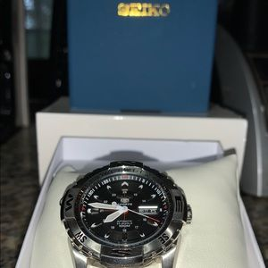 Men's Automatic Seiko 5 Watch with Guess mesh band